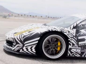 VÍDEO: Ferrari 458 Italia. Una de 'donuts'