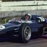 Bruce McLaren pilotando el Cooper - LaF1
