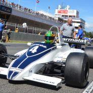 Joaquín Folch llega con su Brabham BT49C de 1981 a la parrilla de salida - LaF1