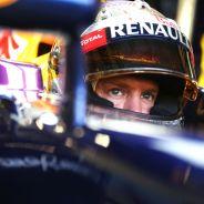 Sebastian Vettel en el box de Singapur - LaF1