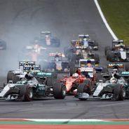 Rosberg adelantando a Hamilton en la salida del GP de Austria - LaF1