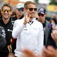 Jenson Button saluda a la afición en Hungría - LaF1.es