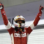 Vettel celebra su victoria en Singapur - LaF1