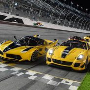 Algunos de los Ferrari desfilan por el óvalo del Daytona Speedway - SoyMotor