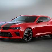 El modelo de la foto es el Chevrolet Camaro Black Accent - SoyMotor