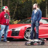 El Audi R8 V10 posa junto a su pequeño hermano de radiocontrol. Pequeño, pero matón - SoyMotor