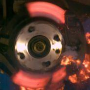 Momento de la explosión del disco de freno sometido al máximo esfuerzo - SoyMotor