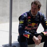 Sebastian Vettel, sentado en el Pit Wall de Baréin - LaF1