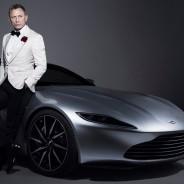 Daniel Craig posa muy elegante con su Aston Martin DB10 - SoyMotor