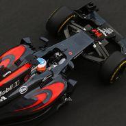 Fernando Alonso a los mandos del MP4-31 en Bakú - LaF1
