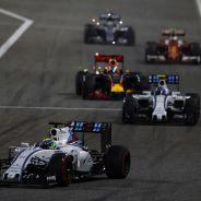 Felipe Massa liderando un grupo en Baréin - LaF1