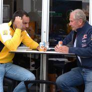 Cyril Abiteboul y Helmut Marko en Hungría - LaF1