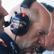 Adrian Newey en el muro de Red Bull - LaF1