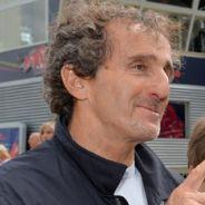 Alain Prost conversa con Adrian Newey en el paddock - LaF1