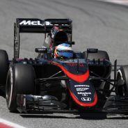 Fernando Alonso con el McLaren en Barcelona - LaF1