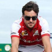 Fernando Alonso en bicicleta por Albert Park - LaF1