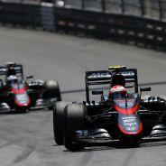 Jenson Button y Fernando Alonso rodando juntos en Mónaco - LaF1