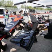 Fernando Alonso haciendo un pit stop durante los entrenamientos del GP de Canadá - LaF1