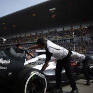 El MP4-30 de McLaren-Honda en Shanghai - LaF1.es