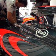 """Alonso, molesto con McLaren: """"No podemos cometer errores de EGB"""""""
