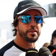 Fernando Alonso atendiendo a la prensa en Mónaco - LaF1
