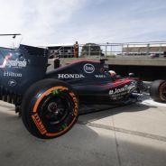 Fernando Alonso con el MP4-30 en Silverstone - LaF1
