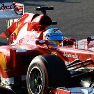 Fernando Alonso seguido de Felipe Massa en el GP de Japón - LaF1