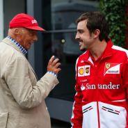 Niki Lauda charla con Fernando Alonso - LaF1.es