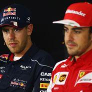 Sebastian Vettel y Fernando Alonso durante una rueda de prensa del Gran Premio de España