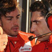Fernando Alonso junto a Andrea Stella - LaF1