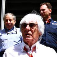 Ecclestone sale de una reunión con Todt y Horner - LaF1