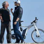 El ingeniero de Lewis Hamilton se rompe las costillas en un accidente de bicicleta - LaF1.es