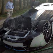 Un periodista vuelca un BMW i8 durante una prueba