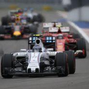 Bottas y Räikkönen estuvieron emparejados toda la carrera y, al final, se tocaron - LaF1