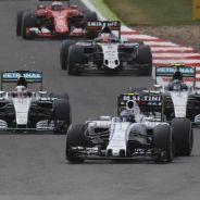 Valtteri Bottas por delante de los Mercedes en Silverstone - LaF1