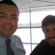 Eric Boullier y Fernando Alonso posan en Woking - LaF1