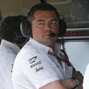 Eric Boullier en el muro de McLaren en Silverstone - LaF1