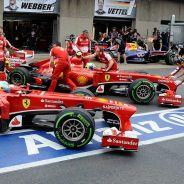 Alonso y Massa entran a la vez al box de Ferrari - LaF1