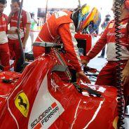Fernando Alonso en el box de Ferrari en Corea - LaF1