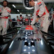 McLaren MP4-28 de Sergio Pérez en el box de la India