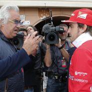 Briatore charla con Fernando Alonso - LaF1.es