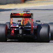 Sebastien Buemi con los slicks de Pirelli para 2017 - LaF1