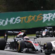 Button y Alonso tendrán que adaptar su pilotaje a la previsible mejora del McLaren Honda - LaF1