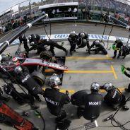 Jenson Button haciendo una parada en boxes en Australia - LaF1