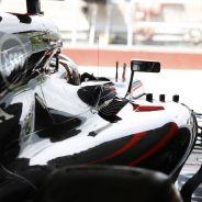 Jenson Button preparado para abandonar el garaje de McLaren en Canadá - LaF1