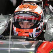 Jenson Button subido al MP4-30 - LaF1.es