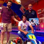 Carlos Sainz y la familia Alemany, con el kart que en 2006 llevaron al campeonato madrileño - LaF1