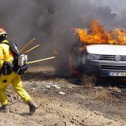 El incendio se propagó rápidamente entre los vehículos. Poco pudieron hacer los bomberos - SoyMotor