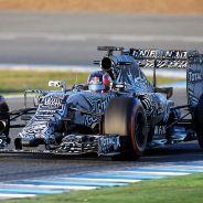 Daniil Kvyat sobre el asfalto de Jerez - LaF1.es