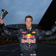 Kvyat logró el segundo podio de su carrera en China - LaF1